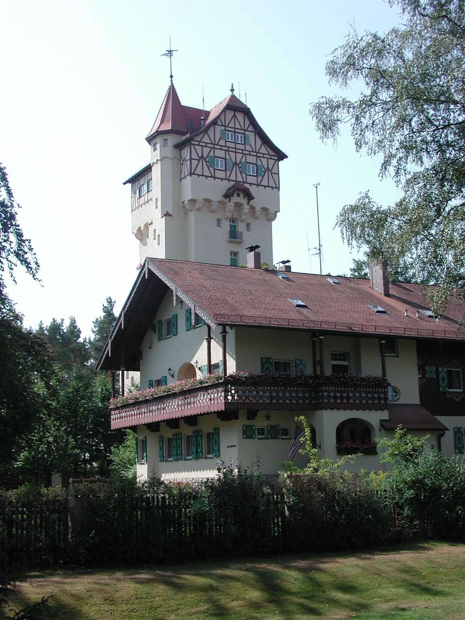 Wasserturm mit Forsthaus