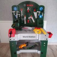 KInderwerkbank Bosch von Theo Klein inkl. Werkzeug und Motorsäge