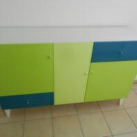 Modernes Sideboard mit Wandgarderobe